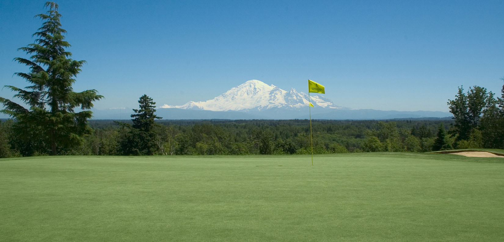 golf green and mt rainier
