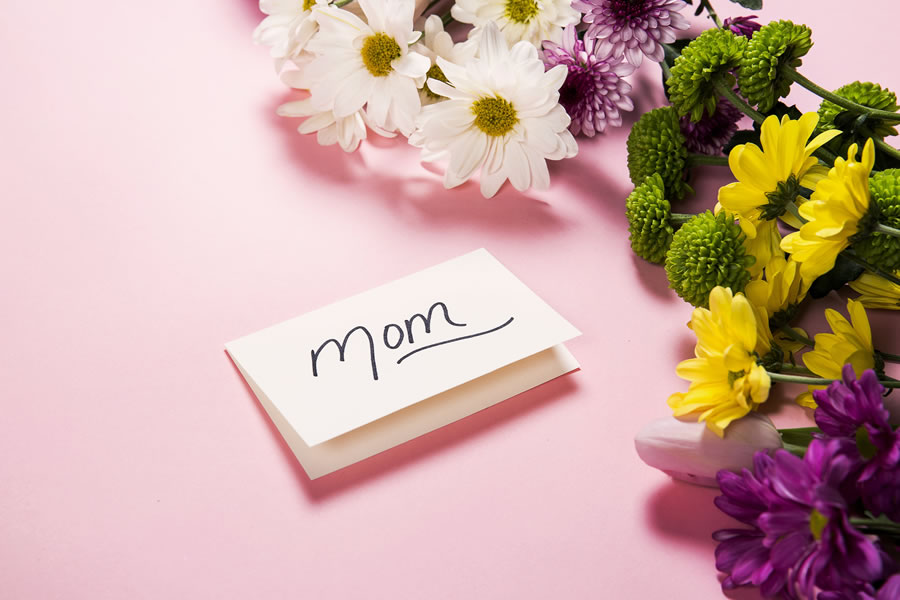 cMothers Day flowers and card